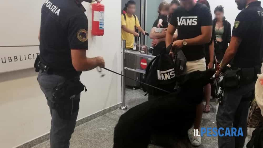 controlli aeroporto abruzzo pescara unità cinofile polizia di frontiera (2)-2