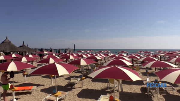 VIDEO | Com'è iniziata la stagione balneare a Pescara?