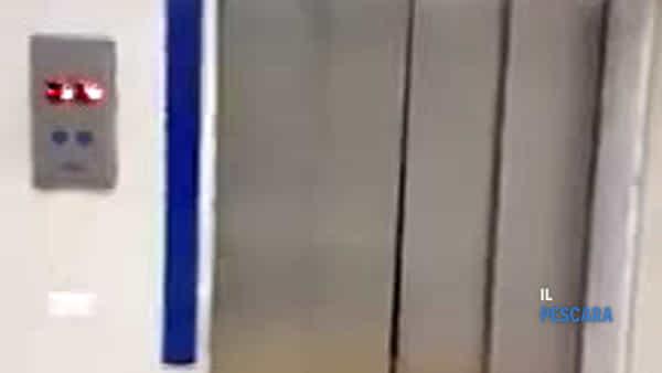 VIDEO | Incredibile in ospedale, fiume d'acqua dagli ascensori