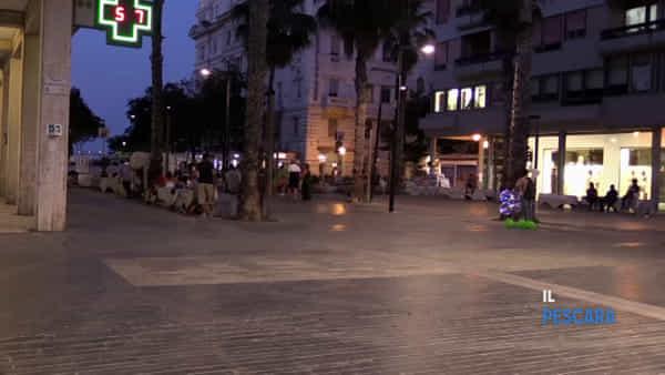 VIDEO | Prima notte dello shopping, poco movimento e molte serrande abbassate