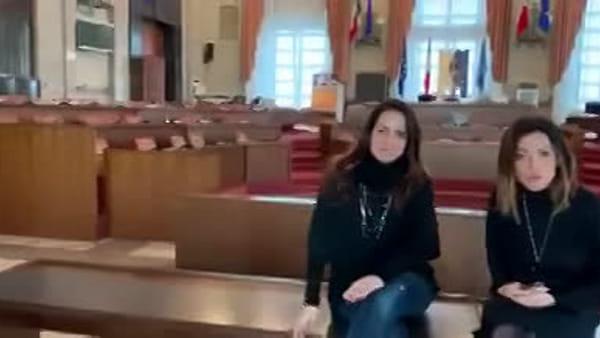 VIDEO   Salta ancora la seduta del consiglio comunale, l'attacco delle consigliere Sabatini ed Alessandrini