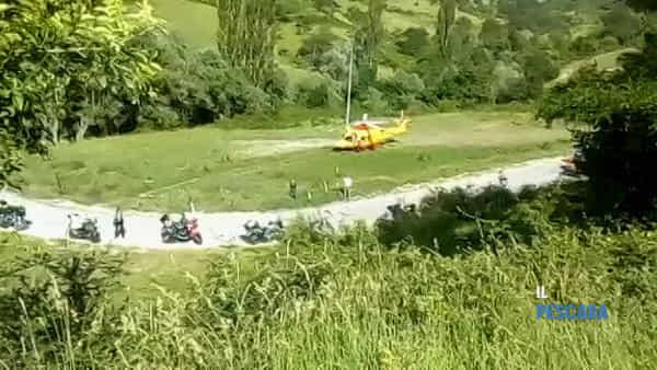 VIDEO | Incidente a Roccacaramanico, coinvolta una coppia di motociclisti: donna trasportata in elicottero