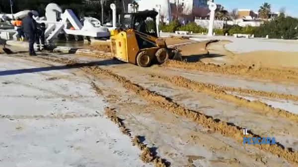 VIDEO   Ripuliti dalla sabbia la Nave di Cascella e il lungomare
