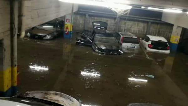 VIDEO | Parcheggio sotterraneo dell'ospedale sommerso d'acqua