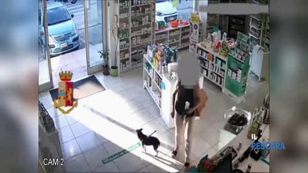 VIDEO | Le immagini della rapina in farmacia lungo la Tiburtina