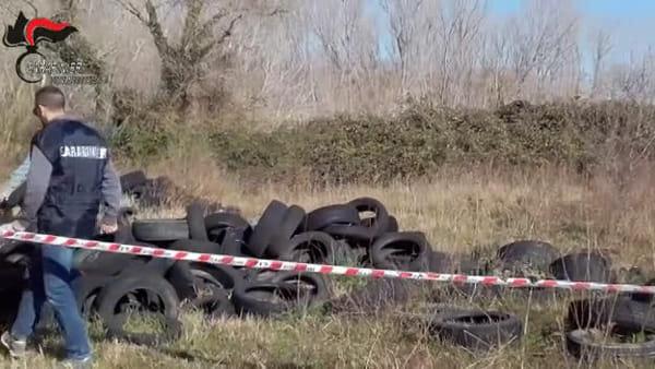 VIDEO   Maxi discarica di gomme a Montesilvano, le immagini del sequestro