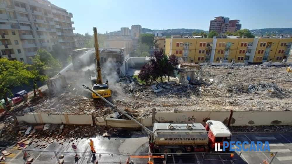 online retailer f83dd 255cc Demolito l'edificio della Conbipel a Porta Nuova, nuova ...