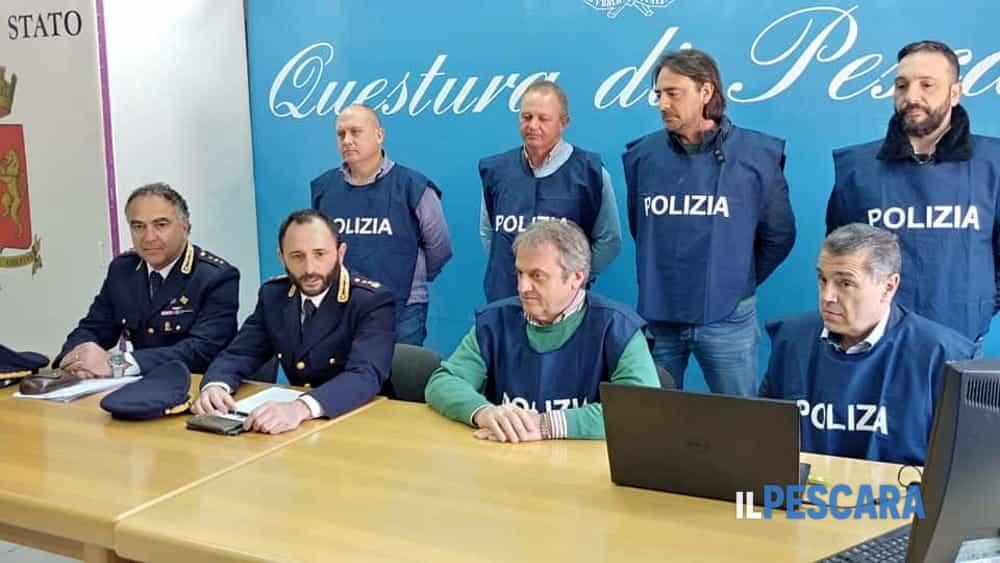 Conferenza stampa Questura arresti rapina gioielleria piazza Salotto 17 aprile 2019